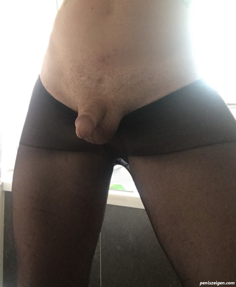 penis in strumpfhosen
